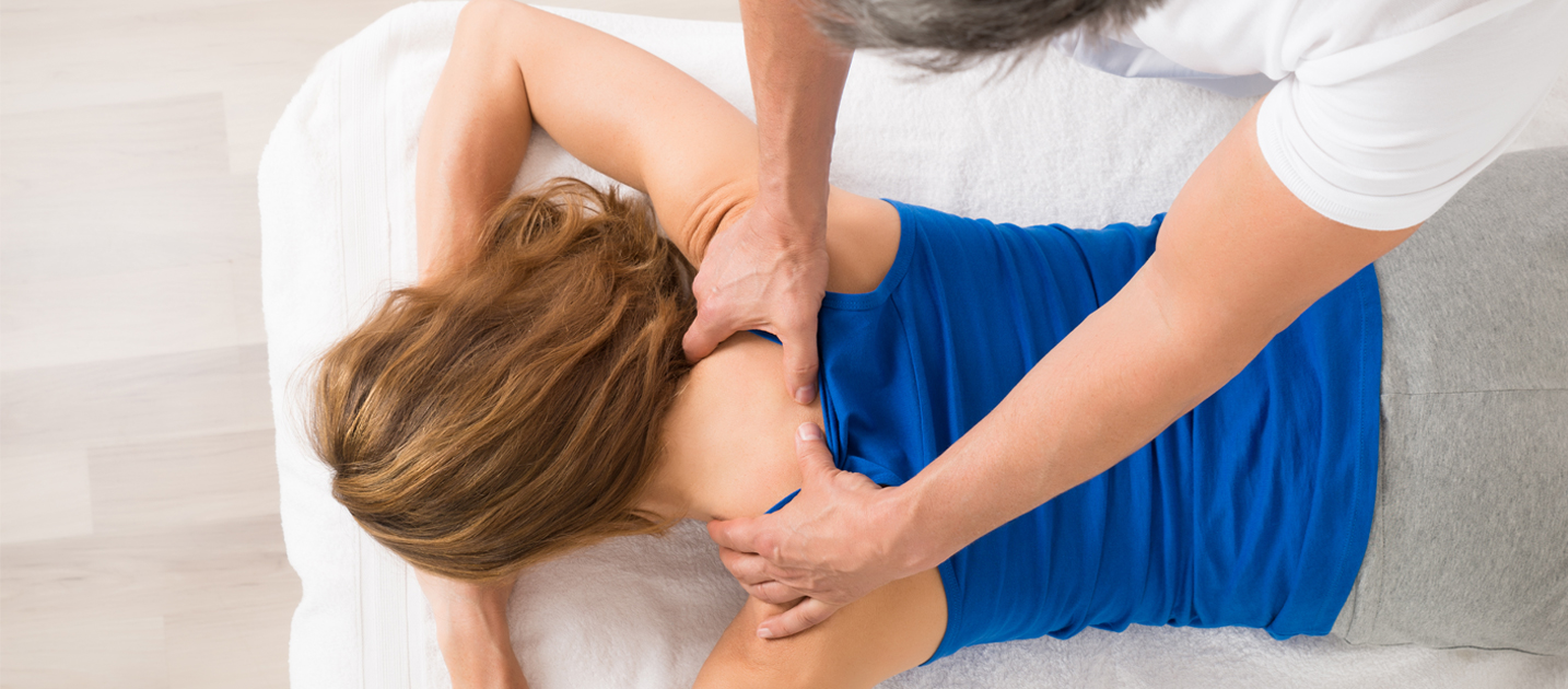 An overview of the benefits of massage therapy to treat different forms of arthritis, including rheumatoid arthritis and osteoarthritis.