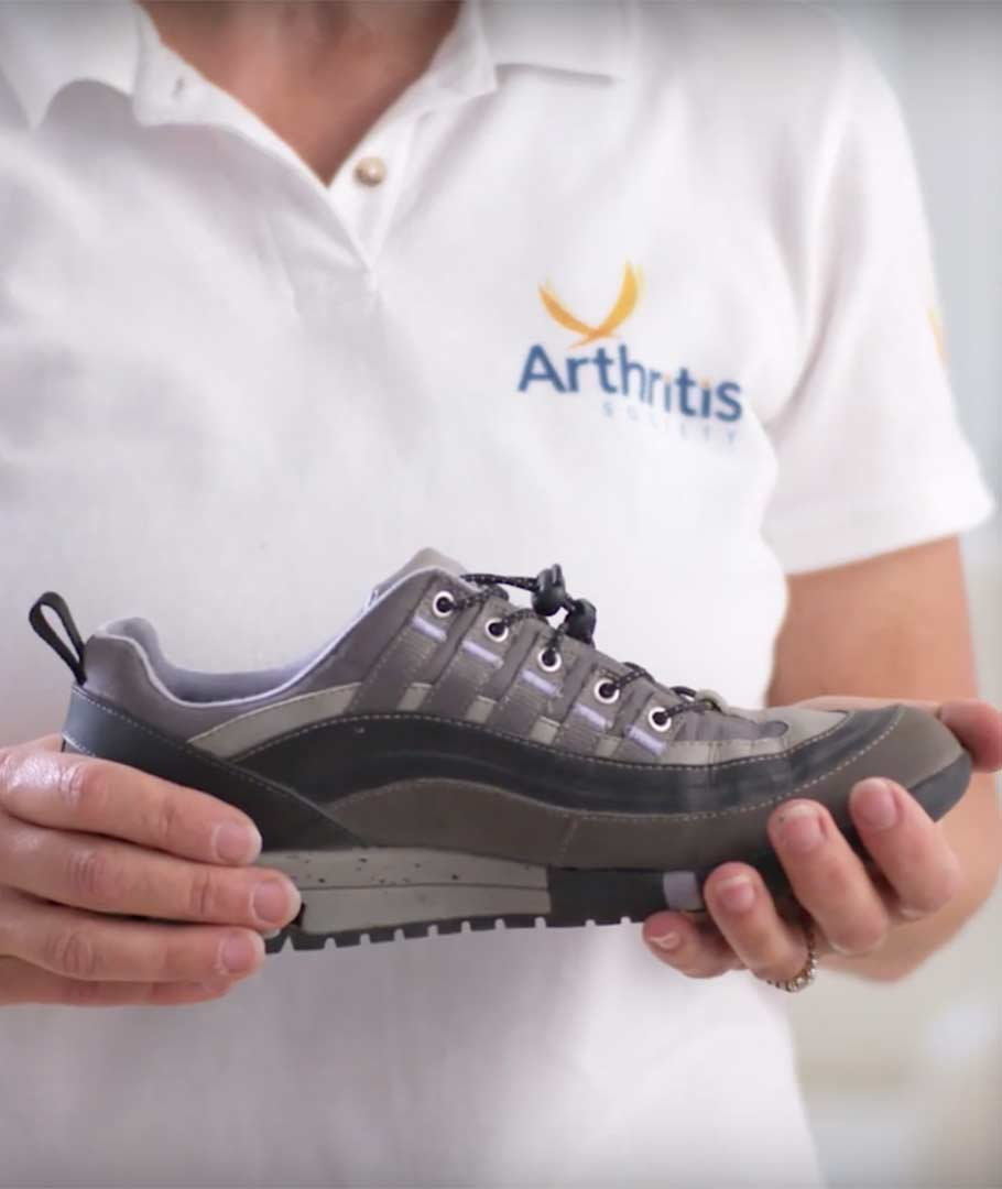 Arthritis Society physiotherapist Ingrid Beam presents simple tips to help people with arthritis incorporate walking into their...