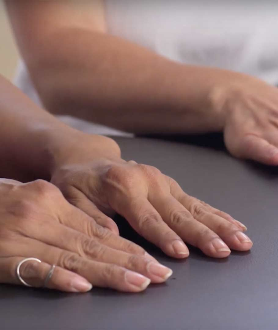 Arthritis Society physiotherapist Ingrid Beam presents simple exercises people with arthritis in one or both hands can do to help protect...